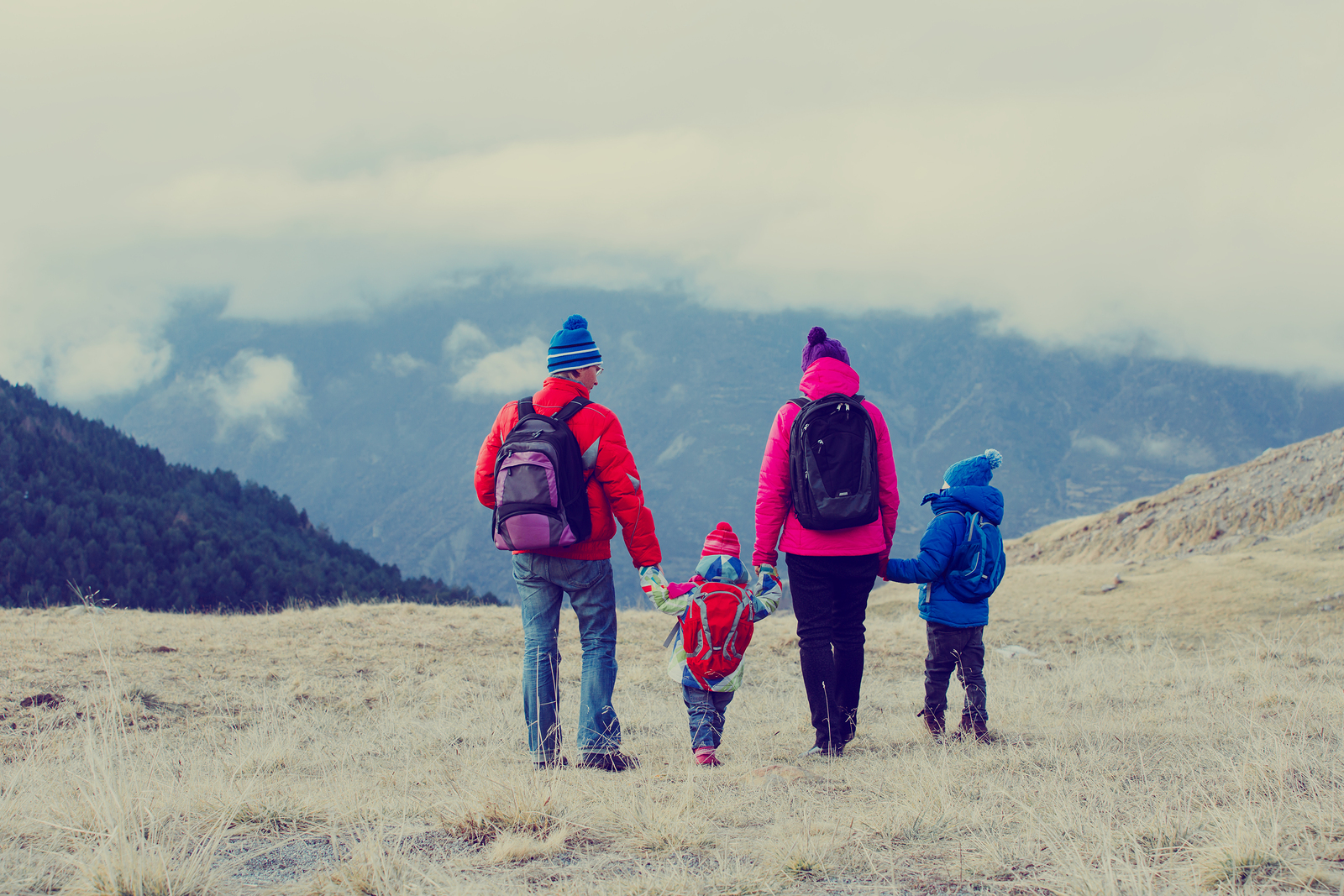 5 Tips to Build an Active Family Through Outdoor Adventures