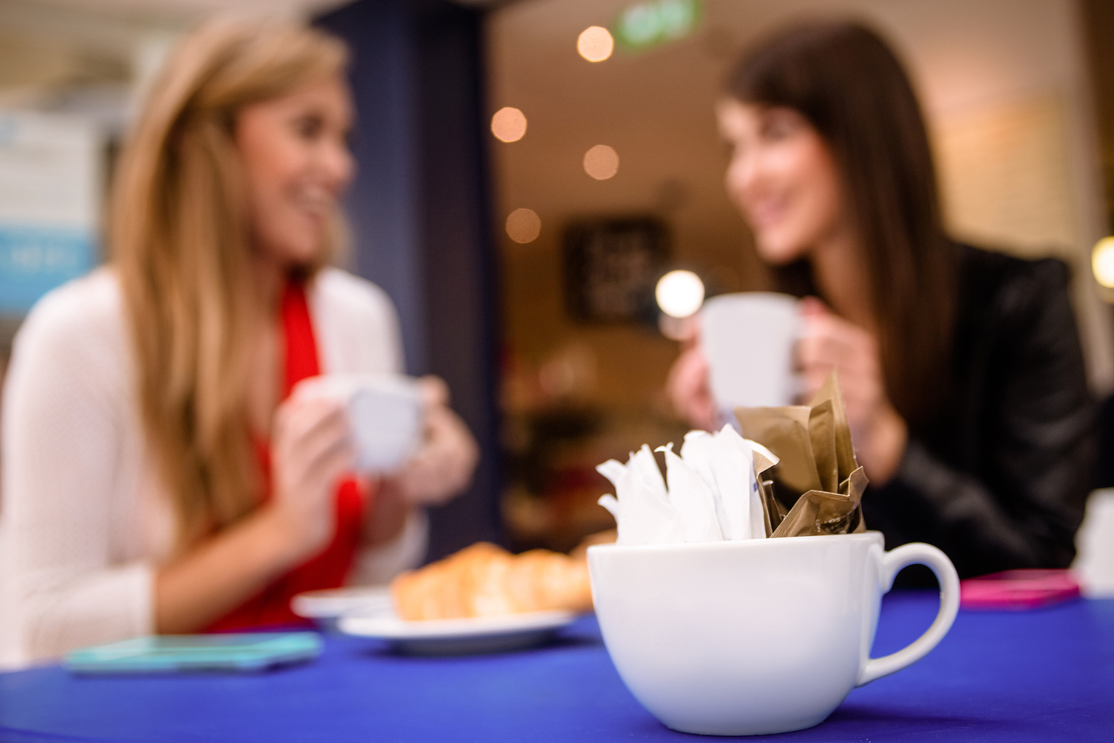 A new comprehensive report shows that artificial sweeteners might actually contribute to weight gain.