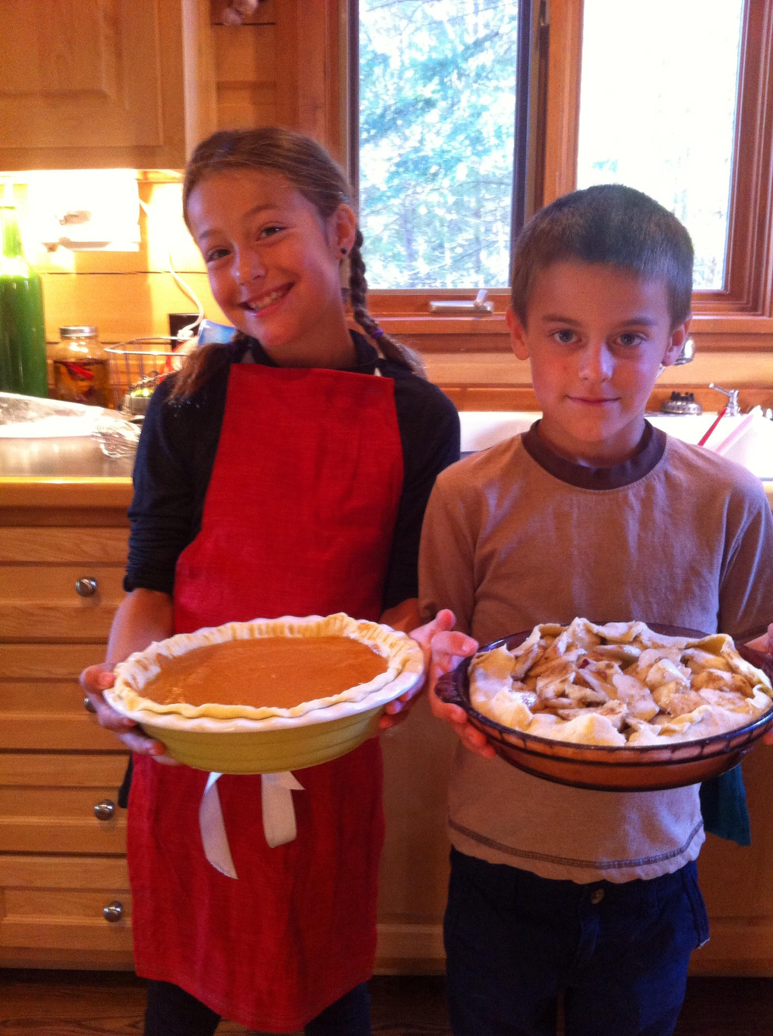 Invite Your Kids Into the Kitchen! Pumpkin Pie for Thanksgiving