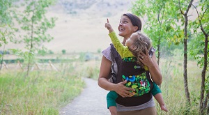 Supporting Babies as They Grow: The Benefits of Babywearing