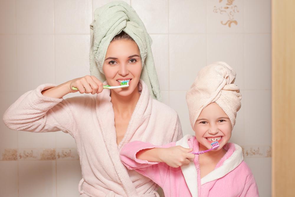 children-brush-teeth