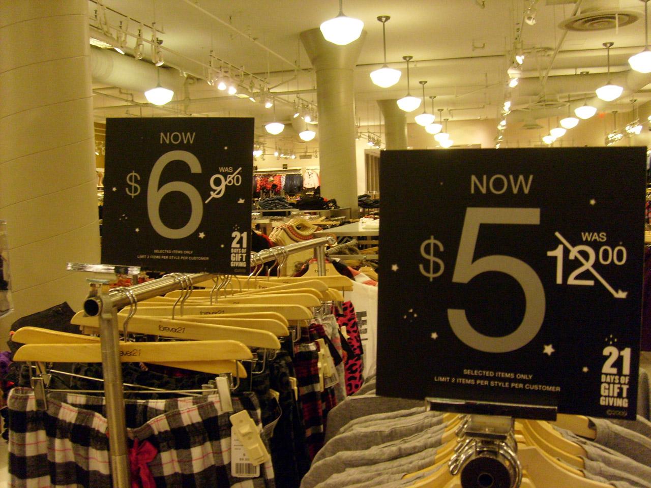 clothing-store-2961289988037ZBI