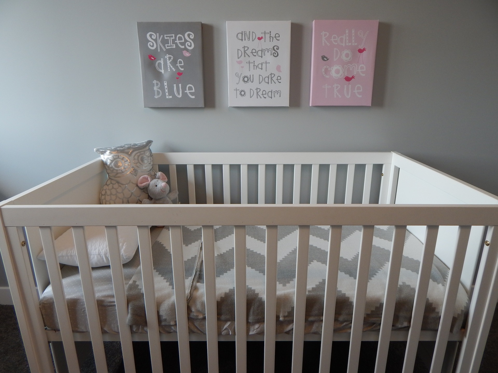 A new study says that over a quarter of current ads by crib manufacturers depict infant sleep conditions that put them at higher risk of SIDS.