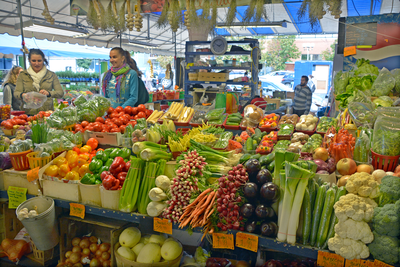Now that we are in the thick of summer, it is the opportune time to visit your local farmer's market!