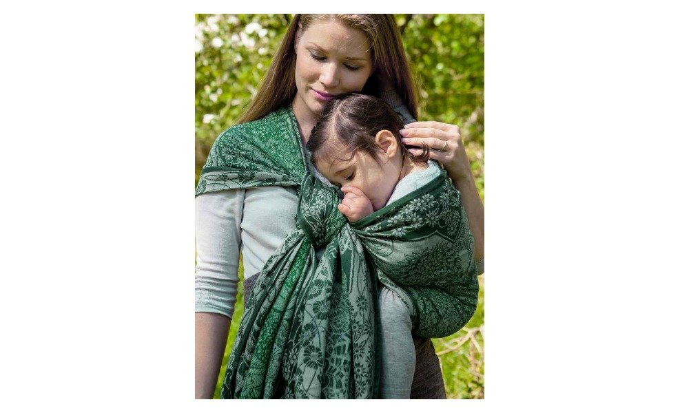 Oscha's baby carriers are beautiful for natural mamas