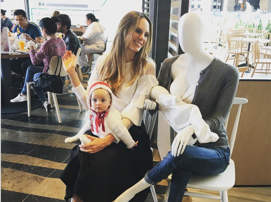 A new initiative in Colombia is displaying mannequins 'openly' breastfeeding in storefront windows.