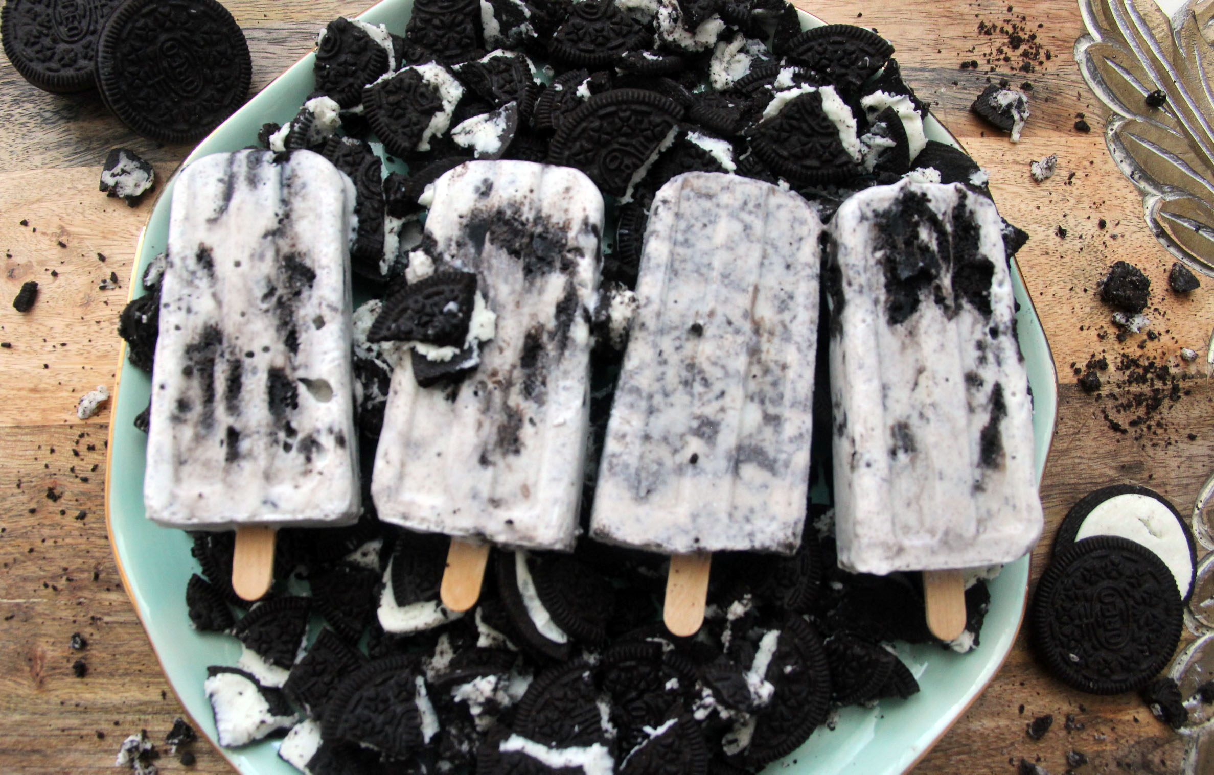 I've decided to take my Oreo-cookie obsession to the next level: Introducing Oreo Cookie Pops!