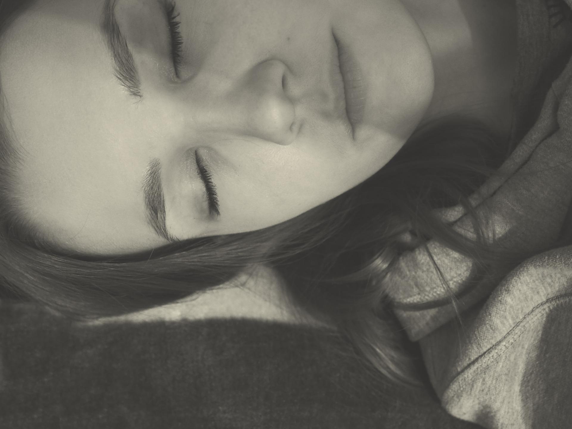 pixabay - woman sleeping