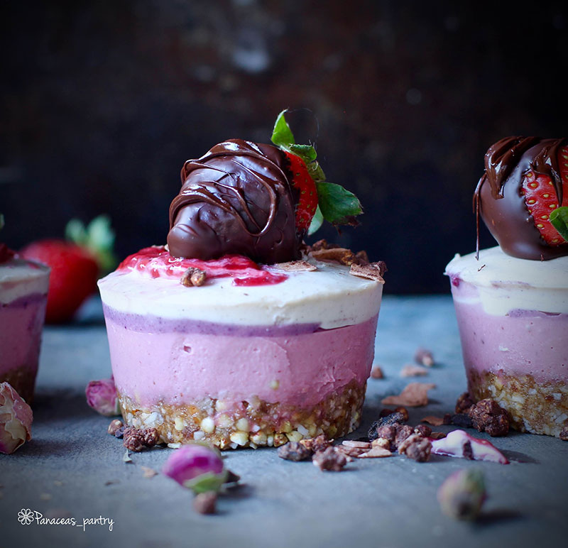 R--Strawberries-and-Cream-Cheesecakes-2