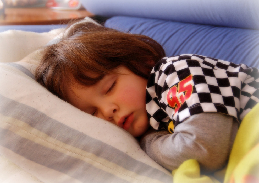 Study: Limited Screen Time, and Regular Sleep and Meal Time Reduce Obesity
