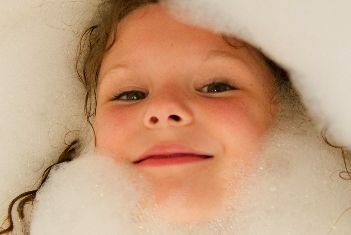 Celebrity Blogger Criticized for Showering with Toddler Son