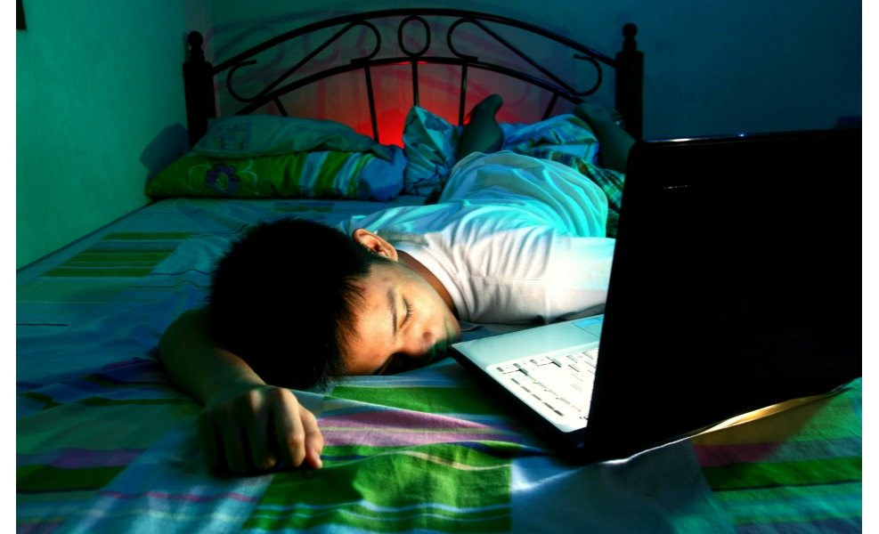 Screen time before bed means less sleep for kids