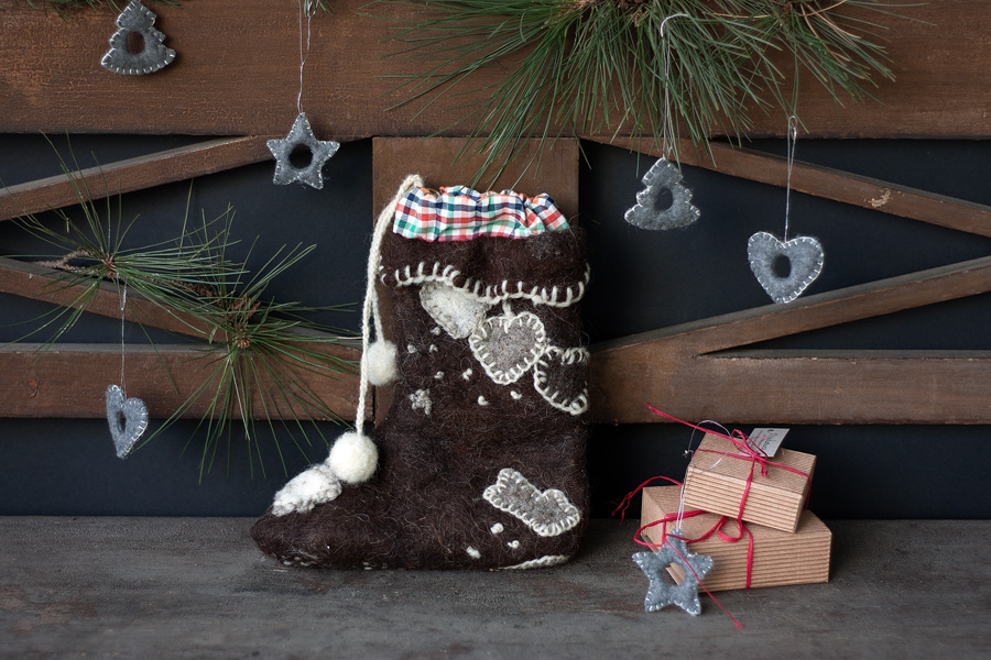 Teach your children the importance of community outreach with fun and cost-effective crafts that will go into a senior's stocking.