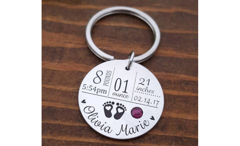 This keychain will remind mama of the most joyful day!