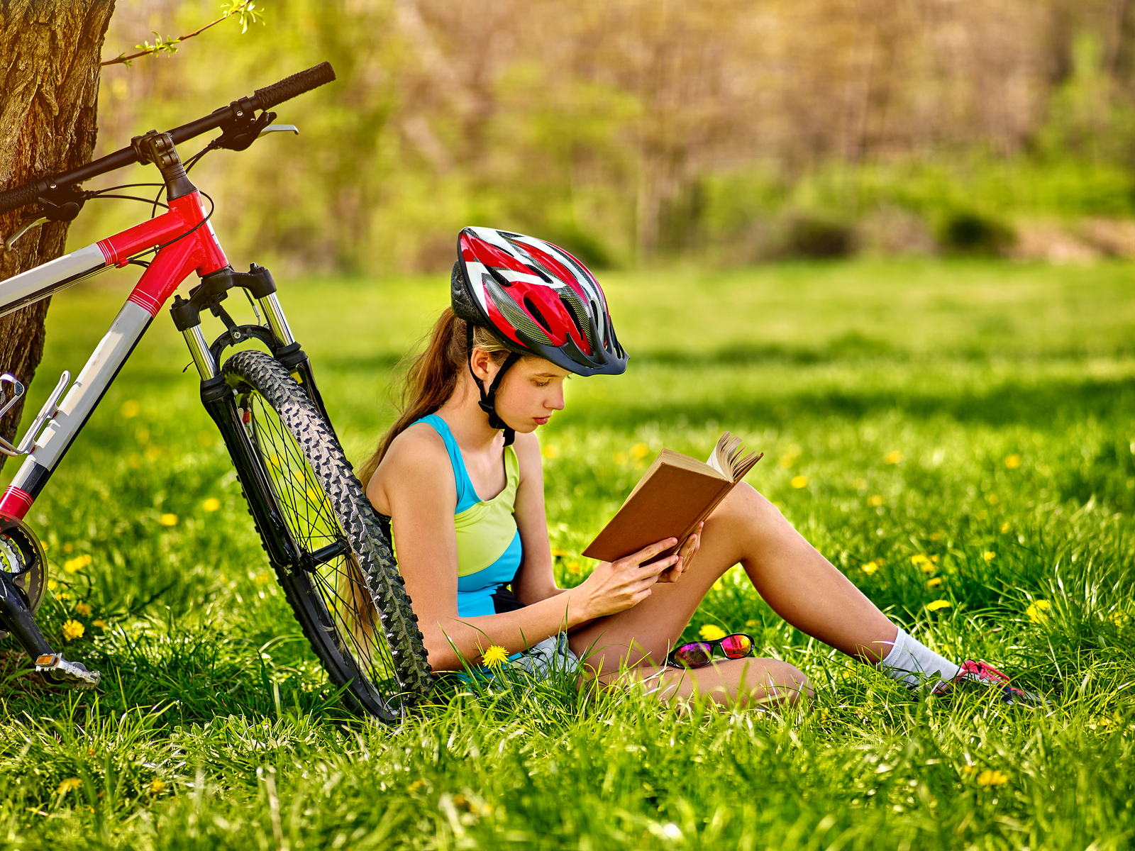 Here are ten ways to get your kids reading this summer.