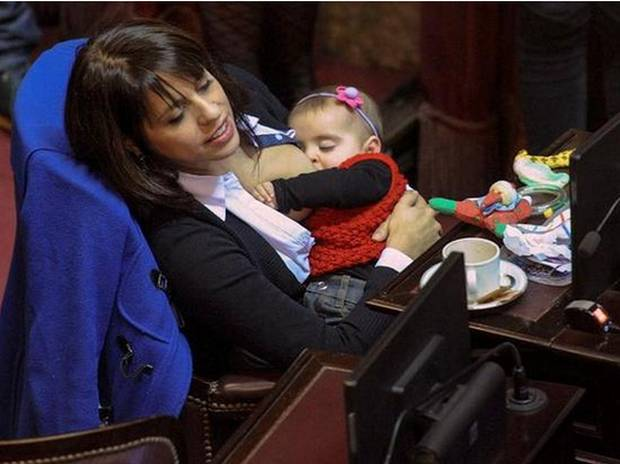 Legislator Photographed Breastfeeding During Parliamentary Session Draws Global Attention